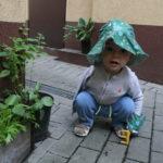 Ogród warzywny dla dzieci izdziećmi